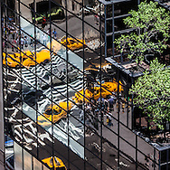 New York -  the trump tower, reflection on the mirror tower.  yellow cabs and traffic on fifth avenue and 57street , view from above   . trees on abuilding/ jeux de miroir sur le trump building , taxis jaunes sur la 5em avenue et la 57em New York - Etats unis