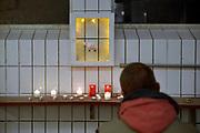 Nederland, Nijmegen, 27-10-2018Het slachthuis van Hilckmann in Nijmegen wordt komende week gesloopt, en kunstenaar Marlieke Overmeer mocht daarom een expositie inrichten in een deel van de ruimtes. Het was een ode aan de koeien die hier hun einde vonden. Ruim 6000 oormerken had ze in een ruimte uitgelegd en er was een klein herdenkingsaltaartje. De familie achter de slachterij zou fraude met gemeentegeld hebben gepleegd.Foto: Flip Franssen