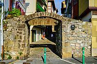 Espagne, Pays Basque, Guipuscoa, Fontarrabie, rue San Nikolas // Spain, Basque Country, Guipuscoa, Hondarribia, San Nikolas street