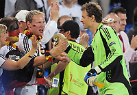 Fotball<br /> 25.06.2008<br /> Euro 2008<br /> Semifinale<br /> Tyskland v Tyrkia 3-2<br /> Foto: Witters/Digitalsport<br /> NORWAY ONLY<br /> <br /> Torwart Jens Lehmann und deutsche Fans<br /> EURO 2008 Halbfinale Deutschland - Tuerkei 3:2