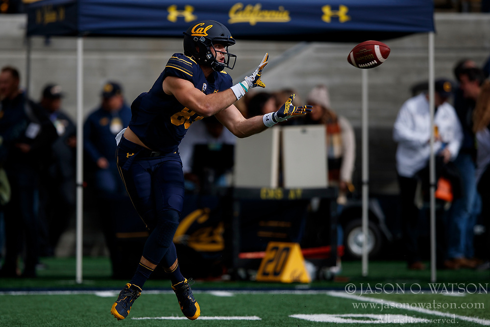 BERKELEY, CA - DECEMBER 01: Tight end Ian Bunting #83 of the California Golden Bears catches a pass during warm ups before the game against the Stanford Cardinal at California Memorial Stadium on December 1, 2018 in Berkeley, California. The Stanford Cardinal defeated the California Golden Bears 23-13. (Photo by Jason O. Watson/Getty Images) *** Local Caption *** Ian Bunting