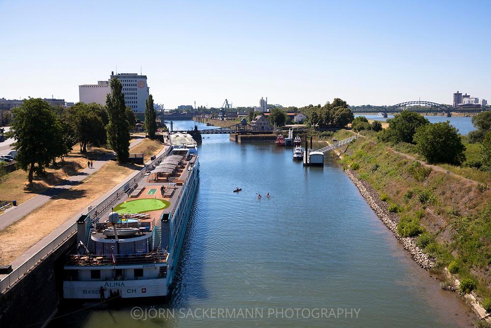 the Rhine harbor in the district Deutz, on the right the river Rhine, view to the south, Cologne, Germany.<br /> <br /> der Deutzer Hafen, rechts der Rhein, Blick nach Sueden, Koeln, Deutschland.