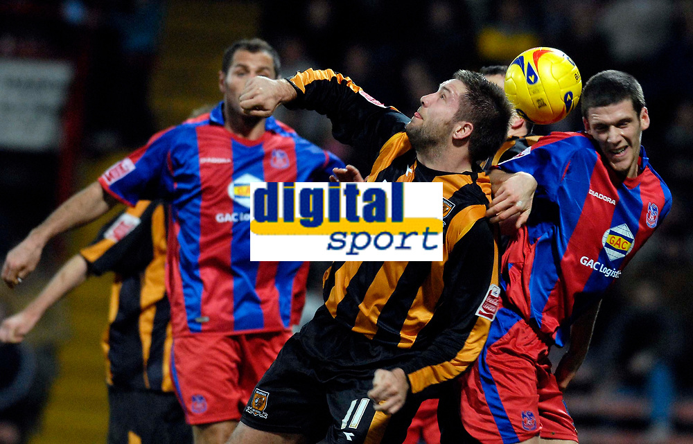 Photo: Alan Crowhurst.<br />Crystal Palace v Hull City. Coca Cola Championship. 20/01/2007. Hull's Jon Parkin (C) in the mix.
