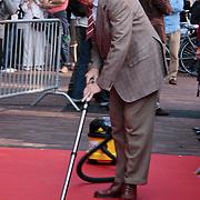 """NLD/Amsterdam/20110925 - Premiere Andre van Duin's show """"Ja hoor ... Daar is hij weer, Meneer wijdbeens, Andre van Duin"""