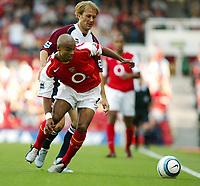 Fotball<br /> Foto: SBI/Digitalsport<br /> NORWAY ONLY<br /> <br /> Arsenal v Middlesbrough<br /> Barclays Premiership. 22/08/2004<br /> Ashley Cole and Gaizka Mendieta clash at Highbury.