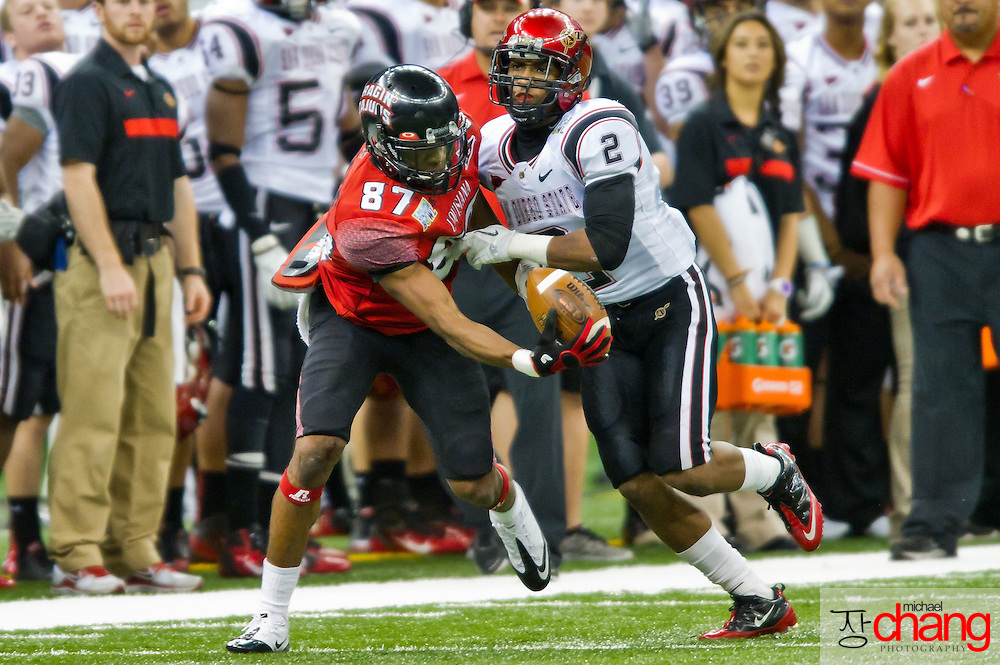 Louisiana-Lafayette's Darryl Surgent WR (87) attempts a one-handed catch a pass during the R+L Carriers New Orleans Bowl at the Mercedes-Benz Superdome.  Louisiana-Lafayette defeated San-Diego State 32-30. (Copyright Michael Chang).
