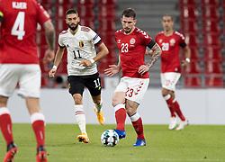 Pierre Emile Højbjerg (Danmark) følges af Yannick Carrasco (Belgien) under UEFA Nations League kampen mellem Danmark og Belgien den 5. september 2020 i Parken, København (Foto: Claus Birch).