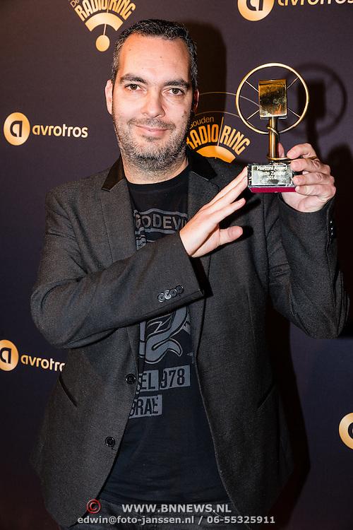 NLD/Hilversum/20170119 - Start inloop 11de Radio Gala 2016, Dave Minneboo directeur Talpa wint de Marconi Award voor beste zender