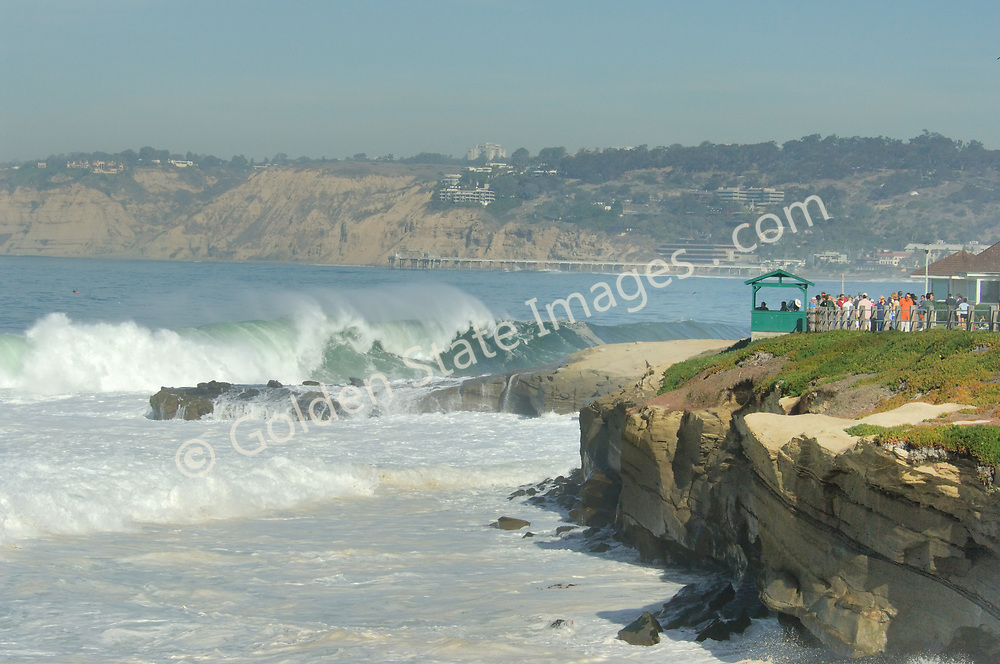 A Pacific storm brings big surf to Boomers Beach near La Jolla Cove, California. <br /> <br /> Waves are normally 2-4 feet, but can get as big as 10 to 14 feet when storms push through.