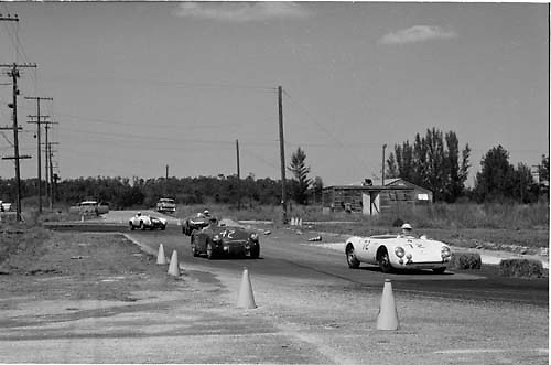 Group at Webster dogleg turn, 1955 Sebring 12-hour race; PHOTO BY Ozzie Lyons 1955 / www.petelyons.com