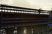 Nederland, Nijmegen, 21-2-2014Aan de overkant van de Waal bij Nijmegen wordt druk gewerkt aan het creeren van een nevengeul in de rivier om bij hoogwater een betere waterafvoer te hebben. Het is een omvangrijk project waarbij onder meer de pijlers van het spoorviaduct een bredere basis moeten krijgen omdat die straks in de loop van het water staan. Ook de n325 die vanaf de Waalbrug naar Arnhem loopt moet over 400 meter opnieuw worden aangelegd omdat het talud vervangen wordt door pijlers. De weg wordt via een bypass omgeleid. Het dorp veur-lent komt op een kunstmatig eiland te liggen. De bunker die pal naast de weg staat wordt behouden en stamt uit 1936. Inmiddels begint de nieuwe kade aan de noordkant van deze geul vorm te krijgen. Measures taken by Nijmegen to give the river Waal, Rhine, more space to flow during highwater.Foto: Flip Franssen/Hollandse Hoogte