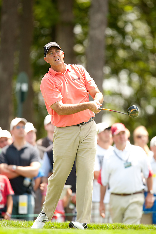 FARMINGDALE, NY - JUNE 19:  Tom Lehman watches his tee shot during the continuation of the first round of the 109th U.S. Open Championship on the Black Course at Bethpage State Park on Friday, June 19, 2009. (Photograph by Darren Carroll) *** Local Caption *** Tom Lehman