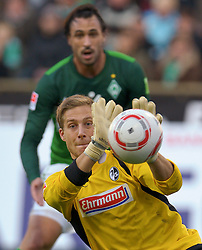 16.10.2010, Weser Stadion, Bremen, GER, 1.FBL, Werder Bremen vs SC Freiburg im Bild Oliver Baumann ( Freiburg #37 ) Hugo Almeida ( Werder #23 )    EXPA Pictures © 2010, PhotoCredit: EXPA/ nph/  Kokenge+++++ ATTENTION - OUT OF GER +++++