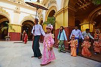 Myanmar (ex Birmanie), Mandalay, Paya Mahamuni, ceremonie rituelle pour des enfants devenant novices // Myanmar (Burma), Mandalay, Paya Mahamuni, ritual for the children going to become a nun