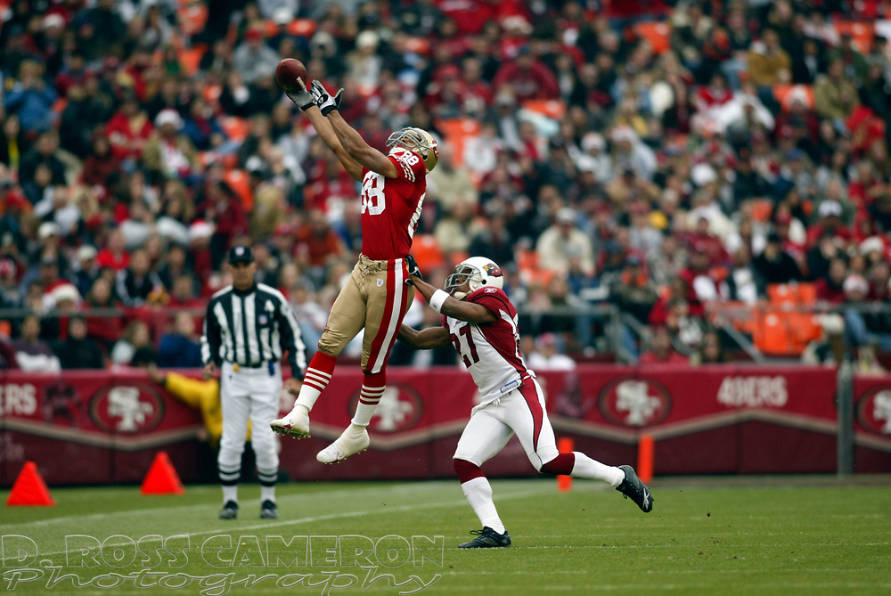 San Francisco 49ers wide receiver Taylor Jacobs (88) can't get a grip on a high pass from Alex Smith as Arizona Cardinals cornerback David Macklin defends in the second quarter of their NFL football game, Sunday, Dec. 24, 2006 at Candlestick Park in San Francisco.  The Cardinals won, 26-20. (D. Ross Cameron/The Oakland Tribune)