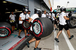 August 31, 2018 - Monza, Italy - Motorsports: FIA Formula One World Championship 2018, Grand Prix of Italy, ..Mechanicians of Mercedes AMG Petronas Motorsport  (Credit Image: © Hoch Zwei via ZUMA Wire)