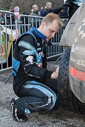 17.01.2014, Reifen Service, Sisteron, FRA, FIA, WRC, Monte Carlo, 2. Tag, im Bild HIRVONEN Mikko ( M Sport Ltd (GBR) / Ford Fiesta RS ) wechselt die Reifen an seinem Fahrzeug during day two of FIA Rallye Monte Carlo held near Monte Carlo, France on 2014/01/17. EXPA Pictures © 2014, PhotoCredit: EXPA/ Eibner-Pressefoto/ Neis<br /> <br /> *****ATTENTION - OUT of GER*****