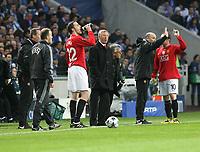 20090415: PORTO, PORTUGAL - FC Porto vs Manchester United: Champions League 2008/2009 – Quarter Finals – 2nd leg. In picture: Sir Alex Ferguson and John O Shea. PHOTO: Manuel Azevedo/CITYFILES