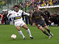 foto Rotella/Graffiti:Messina 27/11/2005, campionato di serie A , partita  Messina-Inter nella foto; Zanetti ruba palla a Iliev