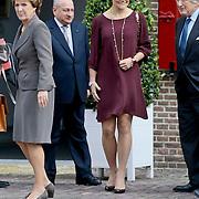 NLD/Apeldoorn/20110913 - Prinses Margriet ontvangt erebestuur Internationaal Paralympisch Comite, Prinses Margriet en Prinses Victoria van Zweden
