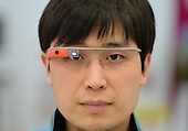 Shanghai Store Offers Chance To Try On Google Glasses