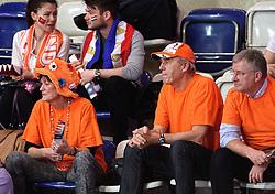 08-01-2016 TUR: European Olympic Qualification Tournament Nederland - Italie, Ankara<br /> De volleybaldames hebben op overtuigende wijze de finale van het olympisch kwalificatietoernooi in Ankara bereikt. Italië werd in de halve finales met 3-0 (25-23, 25-21, 25-19) aan de kant gezet / Oranje support, Ouders Quinta en vader Myrthe