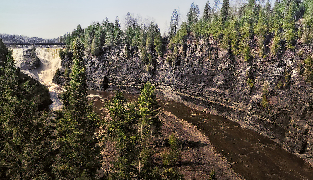 Kakabeka Falls, the second highest waterfall in Ontario, is located on the Kaministiquia River, 30 km west of the city of Thunder Bay.