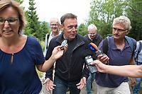 27 AUG 2015, NATIONALPARK HARZ/GERMANY:<br /> Thomas Oppermann (M), SPD Fraktionsvorsitzender, gibt Journalisten ein INterview, waehrend einer Wanderung auf den Broken, ihm Rahmen von Oppermanns Sommerreise<br /> IMAGE: 20150827-01-103