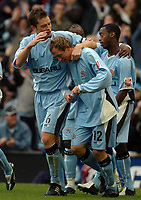 Fotball<br /> England 2004/2005<br /> Foto: SBI/Digitalsport<br /> NORWAY ONLY<br /> <br /> 30.10.2004<br /> Coventry City v Reading <br /> Coca Cola Championship<br /> <br /> Andy Morrell of Cov is congratulated by Stephen Hughes after scoring the second goal.