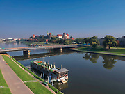 Kraków, 21.09.2018. Widok na Wisłe, most Dębnicki i Zamek Królewski na Wawelu.