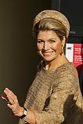 Koningin Maxima is aanwezig bij de opening Lustrum Beursvloer van Stichting De Waaier<br /> <br /> Op de foto: Aankomst Koningin Maxima