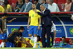 (l-r) Renato Augusto of Brazil, coach Tite of Brazil during the 2018 FIFA World Cup Russia group E match between Serbia and Brazil at the Otkrytiye Arena on June 27, 2018 in Moscow, Russia