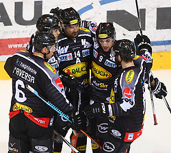 02.02.2016, Albert Schultz Eishalle, Wien, AUT, EBEL, UPC Vienna Capitals vs Dornbirner Eishockey Club, Platzierungsrunde, im Bild Torjubel Jonathan Daversa (Dornbirner EC), Michael Caruso (Dornbirner EC), Kyle Greentree (Dornbirner EC), James Arniel (Dornbirner EC) und Matt Siddall (Dornbirner EC) // during the Erste Bank Icehockey League placement round match between UPC Vienna Capitals and Dornbirner Eishockey Club at the Albert Schultz Ice Arena, Vienna, Austria on 2016/02/02. EXPA Pictures © 2016, PhotoCredit: EXPA/ Thomas Haumer