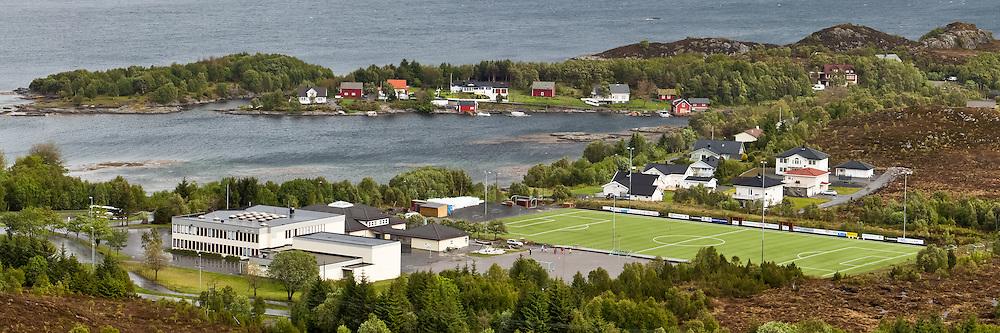 View over Tjørvåg Stadium, our schools, and Stokksund and Bondestokksund | Oversikt over Tjørvåg Stadion, Indre Herøy Barne og Ungdomsskole, Stokksund og Bondestokksund.