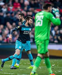25-02-2017 NED: Feyenoord - PSV, Rotterdam<br /> 24e speelronde van seizoen 2016-2017, De Kuip / Gaston Pereiro of PSV scoort de 1-1, Davy Propper of PSV