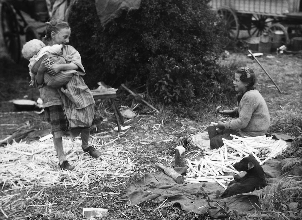 Gypsies at Epsom Downs. Surrey, England 1930