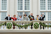 Prinsjesdag 2011 - Paleis Noordeinde Den Haag.  Op Prinsjesdag spreekt het staatshoofd, Koningin Beatrix, de troonrede uit. Daarin geeft de regering aan wat het regeringsbeleid zal zijn voor het komende jaar.<br /> <br /> Prinsjesdag (English: Prince's Day) is the day on which the reigning monarch of the Netherlands (currently Queen Beatrix) addresses a joint session of the Dutch Senate and House of Representatives in the Ridderzaal or Hall of Knights in The Hague. <br /> <br /> Op de foto/ On the Photo v.l.n.r. : Pieter van Vollenhoven , Prinses Margriet , Koningin Beatrix / Queen Beatrix , Prinses Maxima , Prins Willem Alexander , Prins Constantijn en Prinses Laurentien