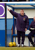 Photo: Leigh Quinnell.<br /> Luton Town v Hull City. Coca Cola Championship. 04/02/2006. Hull boss Peter Taylor points the way forward.