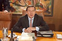 13.01.1999, Deutschland/Bonn:<br /> Gerhard Schröder, SPD, Bundeskanzler, vor der Sitzung des Bundeskabinetts, Bundeskanzleramt, Bonn<br /> IMAGE: 19990113-01/01-18<br /> KEYWORDS: Kabinett, Gerhard Schroeder