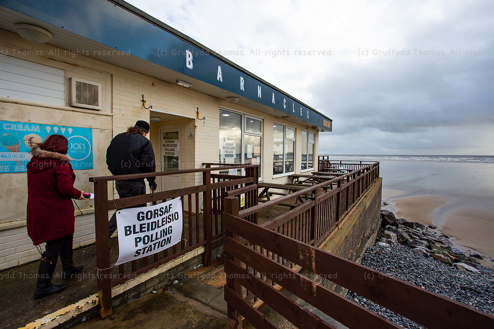 Pendine, UK. 12 December, 2019.<br /> Voters arrive at the polling station at Barnacles Beach Cafe in Pendine, Carmarthenshire. <br /> Credit: Gruffydd Ll. Thomas/Alamy Live News