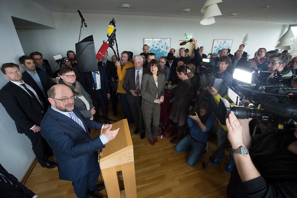 22 FEB 2017, LUEBBEN/GERMANY:<br /> Martin Schulz, SPD, Kanzlerkandidat, haelt eine kurze Rede, waehrend einem Empfang mit Ehrenaemtlern, Spreewaldklinik<br /> IMAGE: 20170222-01-094<br /> KEYWORDS: Ehrenamtsempfang, Kamera, Camera, Mikrofon, microphone