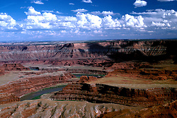 UT: Utah; Canyonlands National Park, Colorado River, Gooseneck, view from Dead Horse Point                 .Photo Copyright: Lee Foster, lee@fostertravel.com, www.fostertravel.com, (510) 549-2202.Image: utcany211