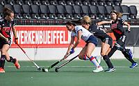 AMSTELVEEN -  Ginella Zerbo (SCHC) met Maria Verschoor (Adam)   tijdens de hoofdklasse hockeywedstrijd dames, zonder publiek vanwege COVID-19, AMSTERDAM-SCHC (2-2). COPYRIGHT KOEN SUYK