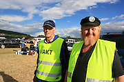 Harald Slind t.v. og Marvin Evjen fra øverbygda IL var parkeringsvakter og taklet pågangen bra. Foto: Bente Haarstad Sommerfestivalen i Selbu er en av Norges største musikkfestivaler. Sommerfestivalen is one of the biggest music festivals in Norway.