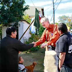 José Fortunati e Sebastião Melo durante caminhada na Vila Respeito, Parque Sarandi e Vila União. FOTO: Jefferson Bernardes/Preview.com