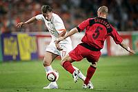 Fotball<br /> Treningskamp<br /> Nederland v Belgia<br /> 29. mai 2004<br /> Foto: Digitalsport<br /> NORWAY ONLY<br /> andy van der meyde og didier dheedene