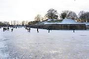 Naarden, 14-02-2021 <br /> <br /> Ijspret op Valentijnsdag bij Naarden Vesting