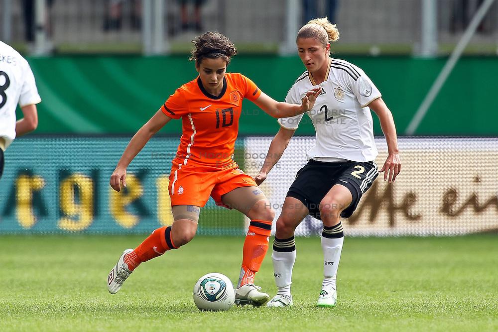 07-06-2011 VOETBAL: DUITSLAND - NEDERLAND: AACHEN<br /> Zweikampf zwischen Renee Slegers (Niederlande, Dujrgarden) (L) und Bianca Schmidt (Deutschland, Potsdam) (R)  // during the WM 2012 Friendly Game Germany vs Netherland at Tivoli Aachen <br /> *** NETHERLANDS ONLY ***<br /> ©2011-FotoHoogendoorn.nl/ nph / Mueller