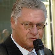 NLD/Tilburg/20060129 - Opening kapsalon John Beerens Tilburg, burgemeester Ruud Vreeman