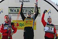 Kombinert<br /> Foto: Witters/Digitalsport<br /> NORWAY ONLY<br /> <br /> v.l. Zweiter Christoph Bieler Oesterreich, Sieger Hannu Manninen Finnland, Dritter Magnus Moan Norwegen <br /> Weltcup Nordische Kombination Schonach 2006